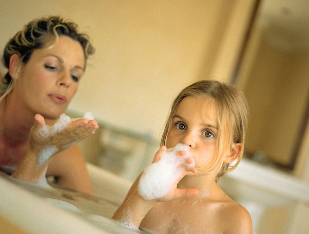 Rådgiver får ofte henvendelser fra usikre foreldre når det gjelder å være naken foran barna.