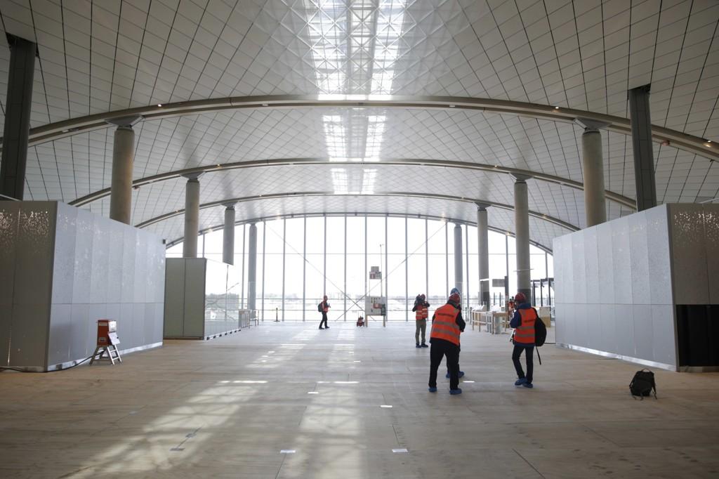 Oslo lufthavn er under utbygging. Den nye ankomst- og avgangshallen og pir nord skal være ferdig i slutten av april 2017.