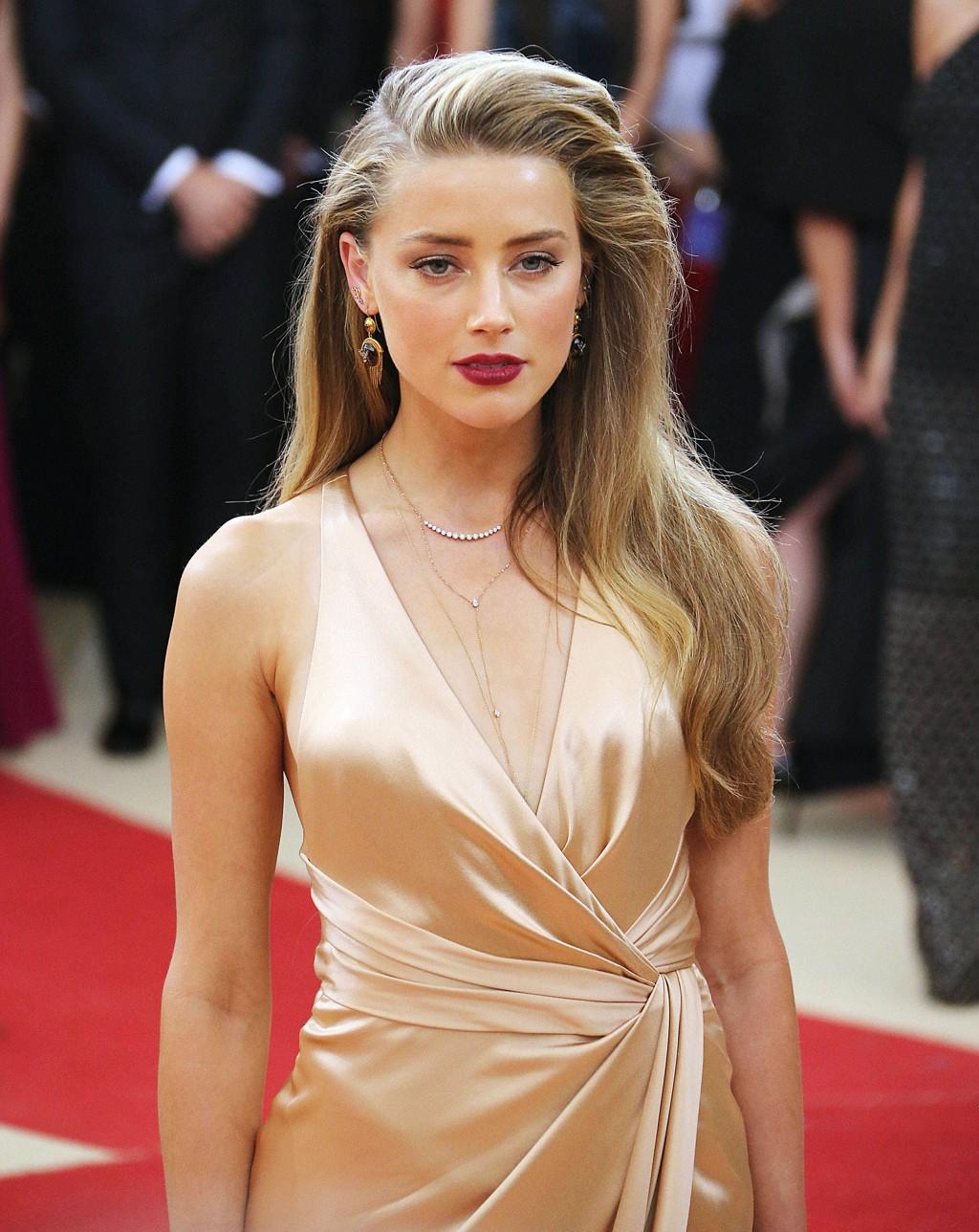 BRUDD: Amber Heard skal ha søkt om besøksforbud fra Johnny Depp etter anklager om at han har vært voldelig mot henne.
