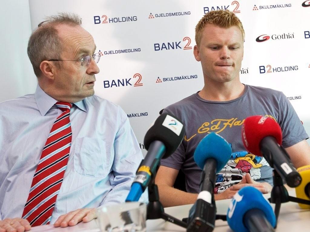 Jon H. Nordbrekken og John Arne Riise møtte pressen for å snakke om fotballproffens gjeldsnedbetaling sommeren 2007.