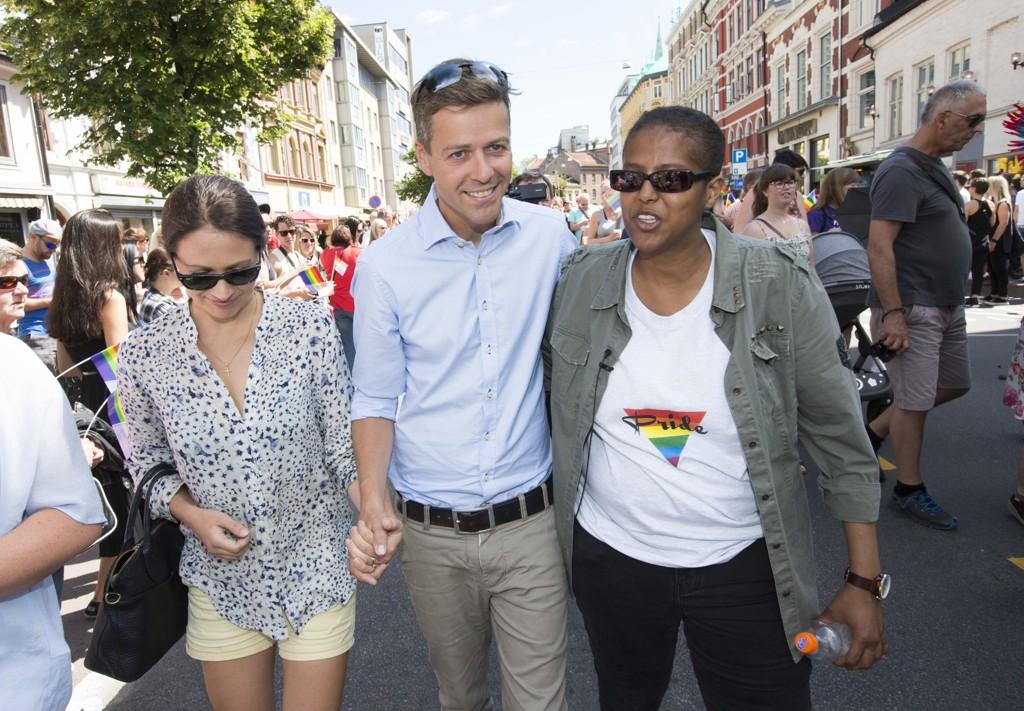 KrF-leder Knut Arild Hareide deltok på Pride-feiringen i Oslo lørdag. Det falt ikke i god jord hos flere KrF-medlemmer, som meldte seg ut.