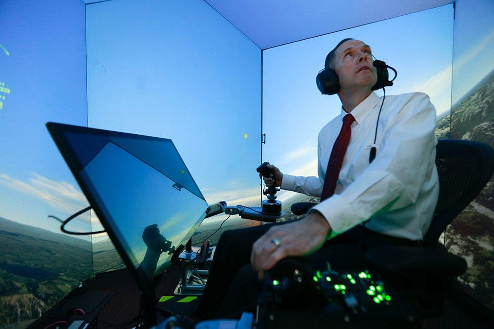 Oberst Gene Lee i US Air Force hadde ikke sjans mot den kunstige intelligensen ALPHA i simulerte flykamper.
