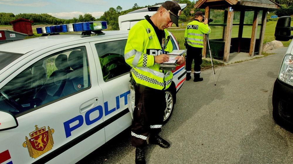 Antall ulykker i trafikken øker på sommeren, det samme gjør fartsovertredelser og ruskjøring. Så mye som syv av ti spurte i en ny undersøkelse forteller at de har brutt fartsgrensen siste måned.