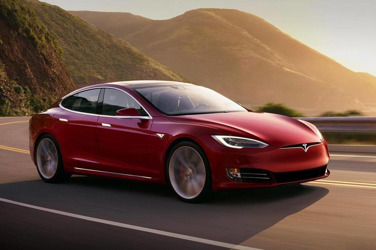 En ny Model S kan lagre opp mot 100 kWh strøm, nok til å dekke strømforbruket i en liten leilighet i et par-tre uker.