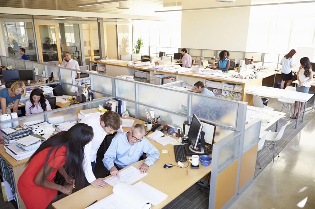 LIKT: Kvinner ber like ofte som nallige kolleger om lønnsøkning, men de får oftere nei.