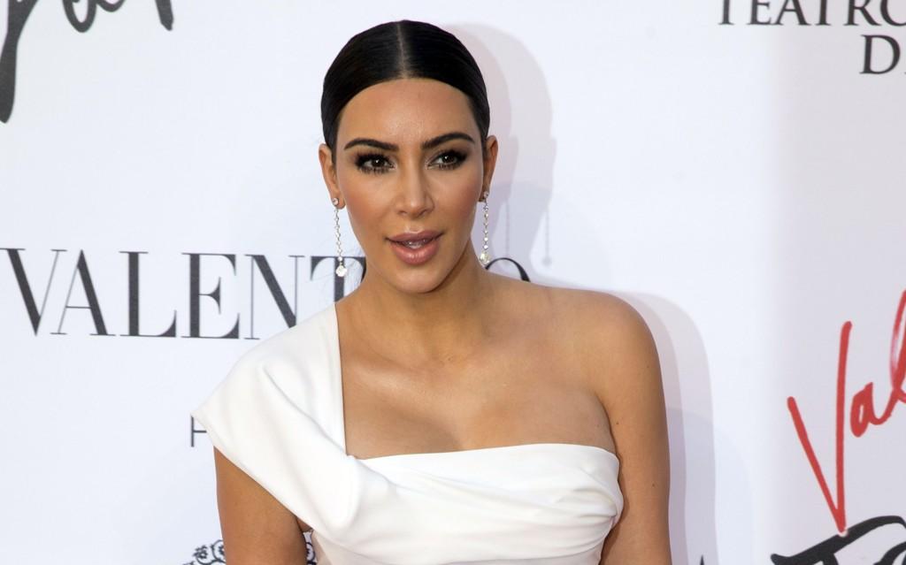 TRUET PÅ LIVET: Kim Kardashian ble ranet på hotellrommet sitt i Paris natt til mandag.