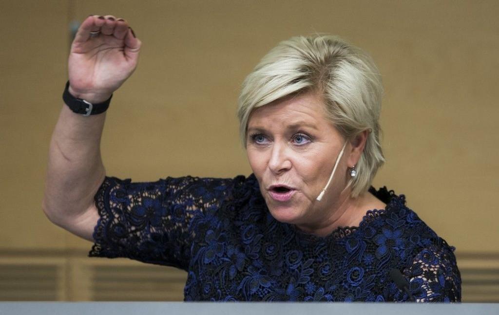 Finansminister Siv Jensen sier oljefesten er over.