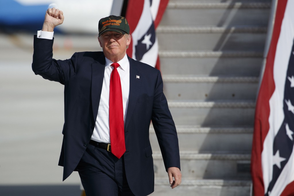 HELT OG DRITTSEKK: Når det er krig vil du ha den største bølla på ditt lag. Donald Trump er maktmannen som har dratt sverdet for fattige, forsmådde, hvite amerikanere.
