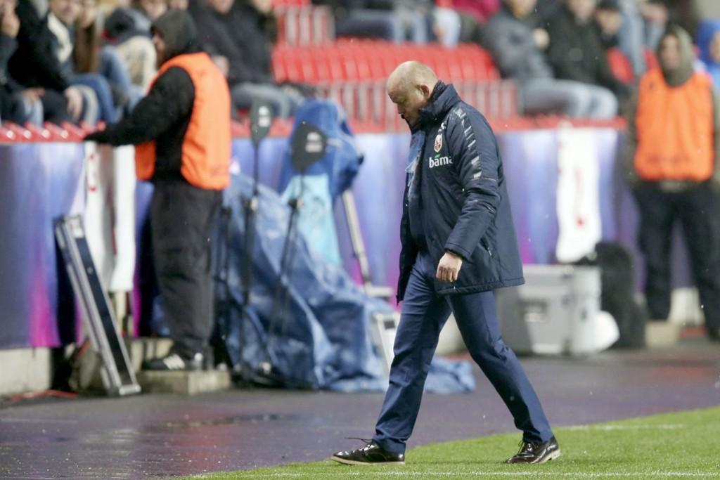 YDMYKET: Per-Mathias Høgmo og Norge måtte se seg slått av Tsjekkia på Eden Stadion i Praha.