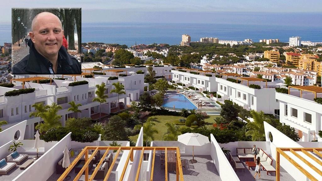 Håkan Tollefsen selger disse lekre townhousene på Spanias solfylte kyst.