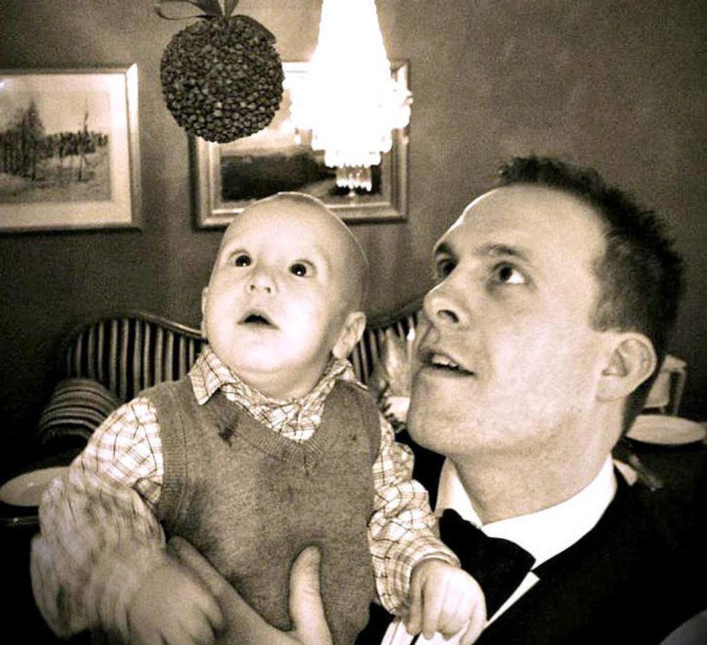 Christer Kihlman og nevøen Thorvald. Kihlman synes det er koselig å feire jul med søsknenes barn når barna hans er hos moren.