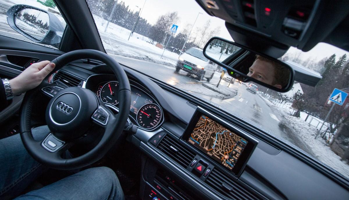 Audi er en av produsentene som benytter mobilnettet til å vise oppdatert og avansert grafikk i GPS-kartene. Det skaper noen utfordringer.