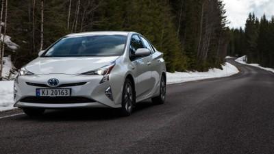 4. generasjon Toyota Prius er uten sidestykke den mest utslippsgjerrige bilen på markedet. Budsjettavtalen gjør at prisen jekkes opp med 9000 kroner.