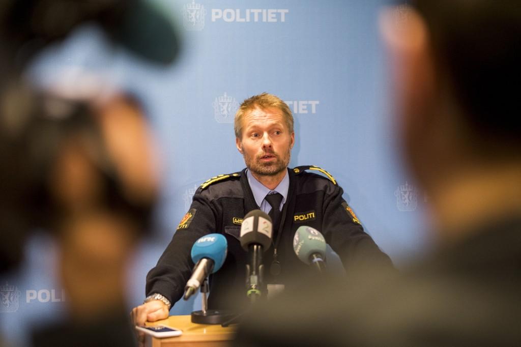 ETTERFORSKNING: Sjef for felles kriminalenhet og konstituert visepolitimester, Terje Kaddeberg Skaar under pressekonferanse på politihuset i Kristiansand.