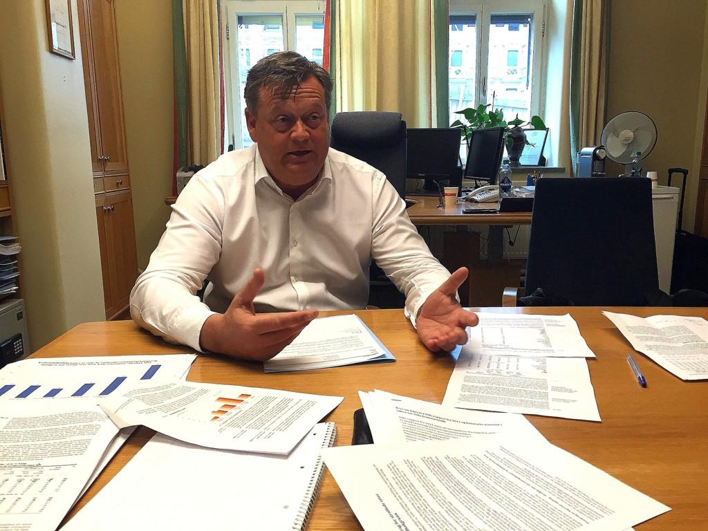 FÅR STATISTIKK: Harald Tom Nesvik, parlamentarisk leder Frp, får kriminalstatistikk som inneholder landbakgrunn fra SSB. Etter flere måneder med krangling er han fornøyd med det.