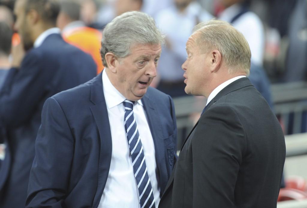 Roy Hodgson blir av Brede Hangeland lansert som mulig ny norsk landslagssjef. Her sammen med Per-Mathias Høgmo etter en landskamp mellom Norge og England i 2014.