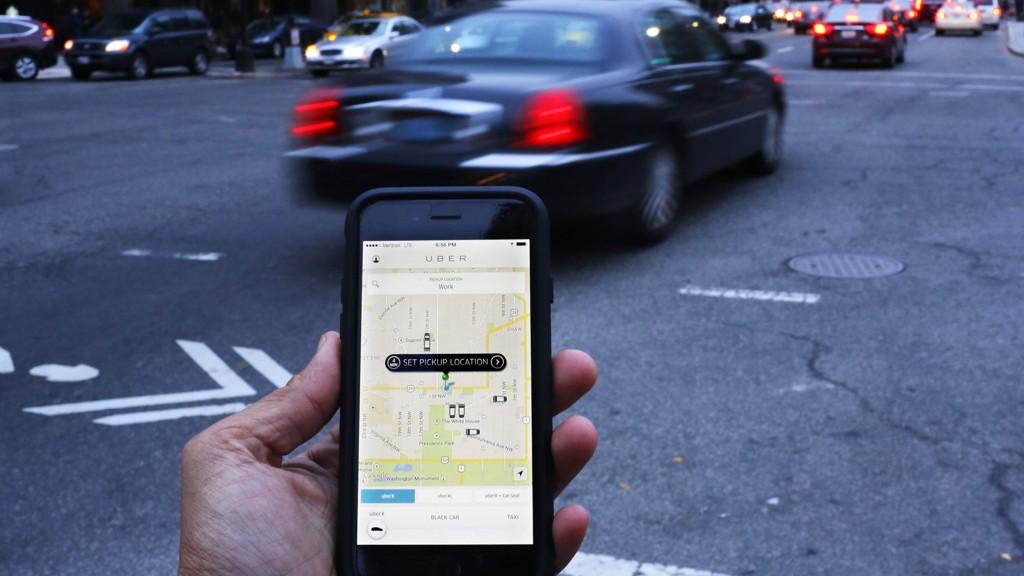 BLIR JAKTET: Å være Uber-sjåfør er langt fra risikofritt. Bøter og tap av førerkort venter på de som blir tatt.