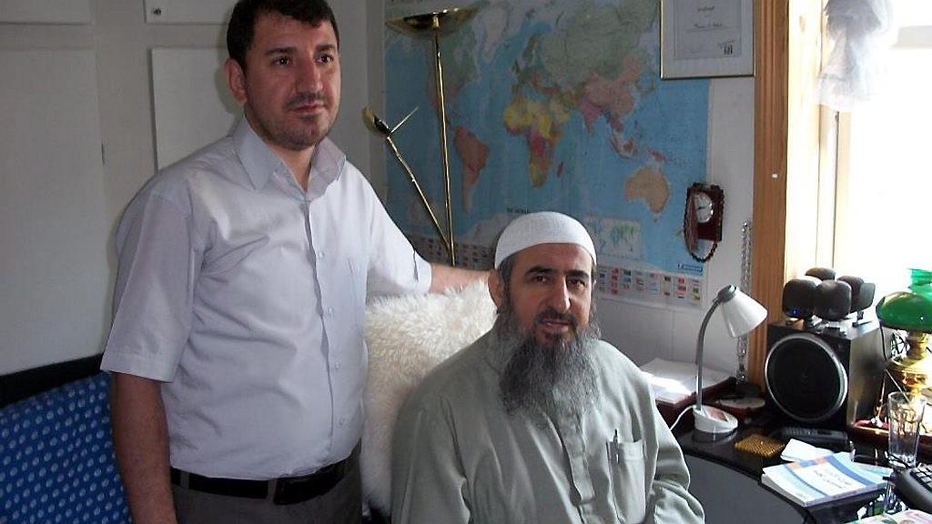 BLIR TILTALT: Makwan Karim-Mohammed (t. v.) blir tiltalt for terrorvirksomhet. Krekar blir tiltalt i samme sak, som er berammet i den italienske byen Bolzano i mars 2017 (bildet er tatt ved en tidligere anledning).