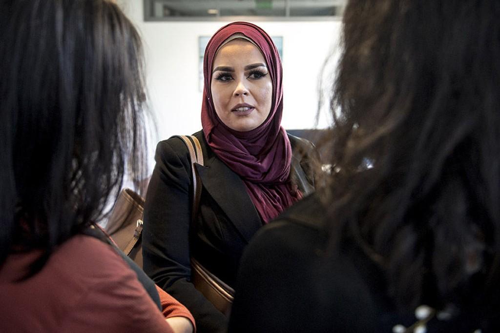 Malika Bayan ble kastet ut av frisørsalongen til Merete Hodne fordi Bayan bruker hodeplagget hijab. Hodne ble dømt for diskrimininering i tingretten, men anket. Nå kommer saken opp i lagmannsretten.
