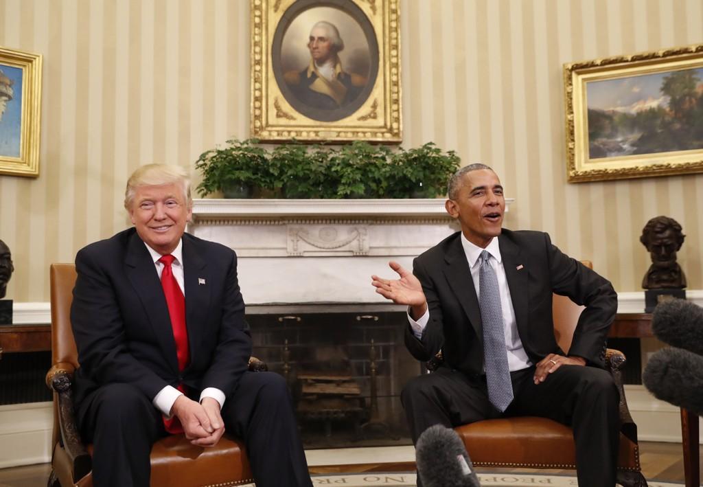 TRUER PRESSEFRIHETEN: Donald Trump (til venstre) var meget aggressiv overfor pressen i sin valgkamp, mens Barack Obama er den presidenten i USAs historie som har stevnet flest journalister for retten.