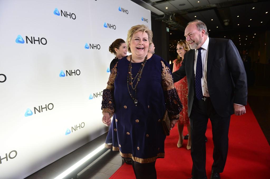 NHO-MIDDAG: Statsminister Erna Solberg ankommer NHOs årsmiddag i Oslo spektrum iført en indisk sari.