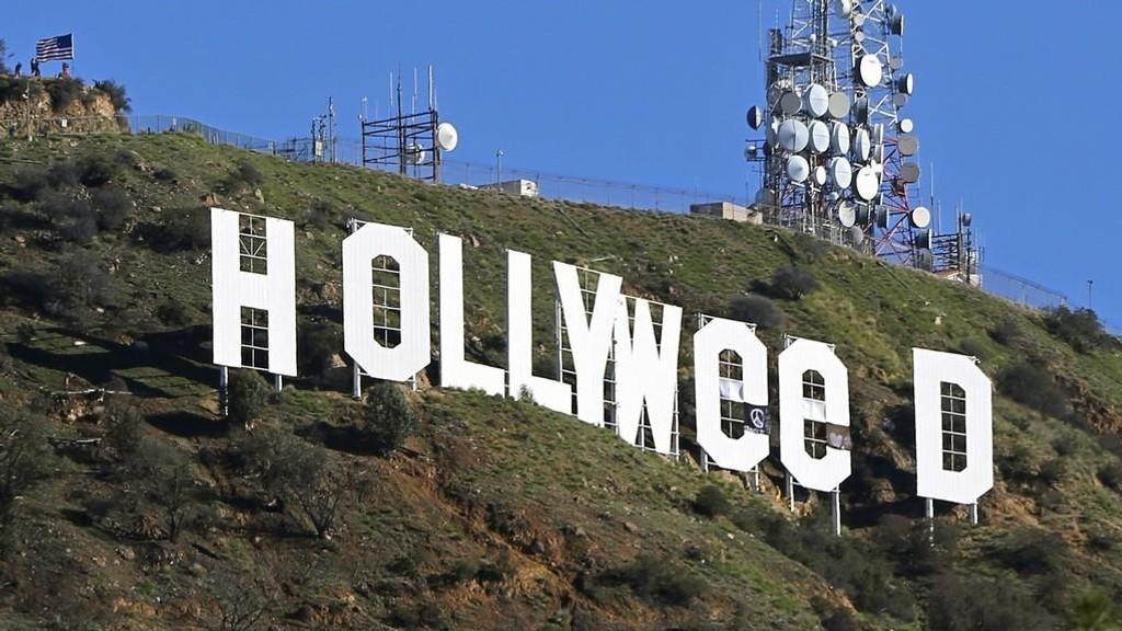 Det berømte Hollywood-skiltet avbildet 01.01.17 etter at 30 år gamle Zachary cole Fernandez hadde tuklet med det.