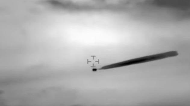 UFO: Bildet er hentet fra videoen som besetningen på det militære helikopteret tok av et objekt utenfor Chiles kyst i 2014. Du kan se video nede i saken.