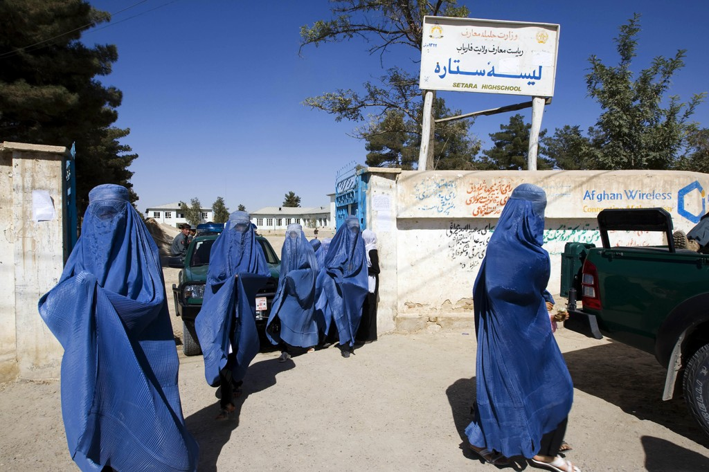 Marokko forbyr all produksjon og salg av burka med heldekkende ansiktsslør av sikkerhetsmessige årsaker.