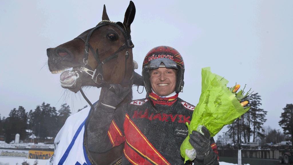 Fredrik B. Larsson kjører en hest vi tror mye på i dagens V4-omgang.