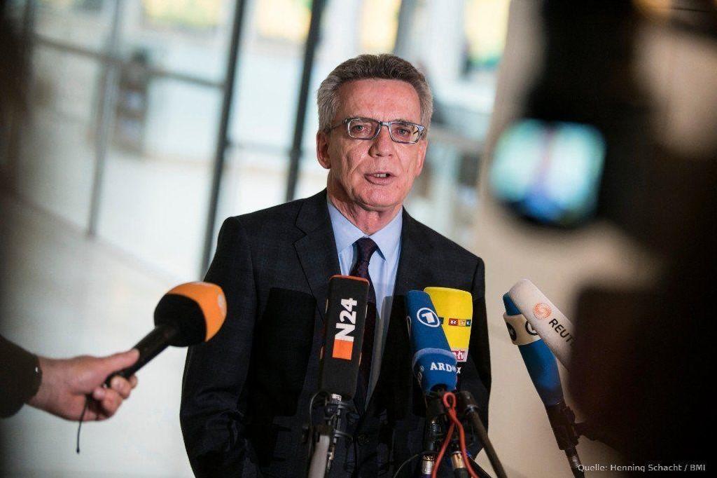 FÅ KOMMER: Tysklands innenriksminister Thomas de Maizière.