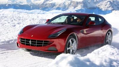 FERRARI FF: Nå har du sjansen til å sikre deg hyttefeltets mest eksotisk bil til vinterferien. Ferrari FF byr på 660 hk levert av en 6,3-liters V12-motor.