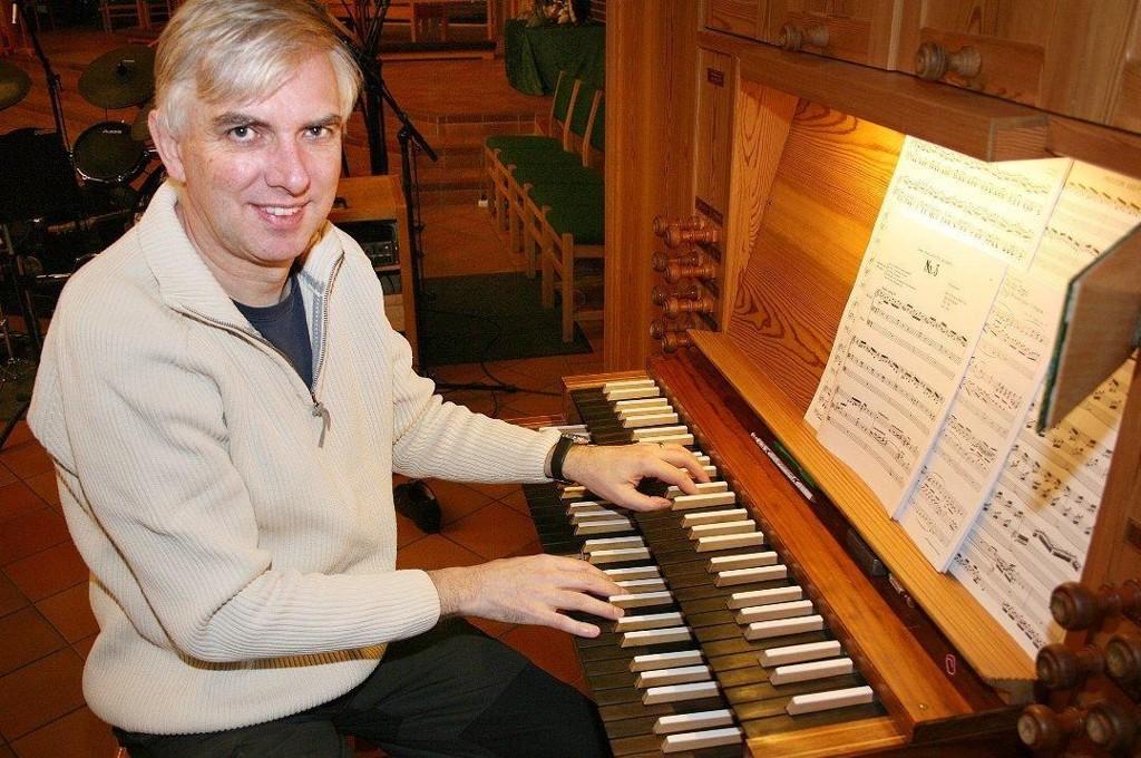 SPILLER: ALS-rammede Jon Blamire skal holde orgelkonsert i Finnsnes kirke. Foto: Torgeir Bråthen (Nordlys)