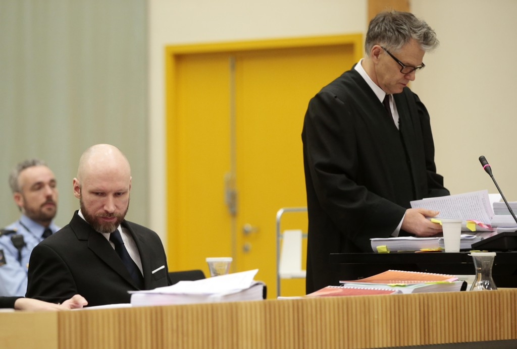 FÅR TRE TIMER: Terroristen Anders Behring Breivik får tre timer på å forklare seg i retten torsdag.