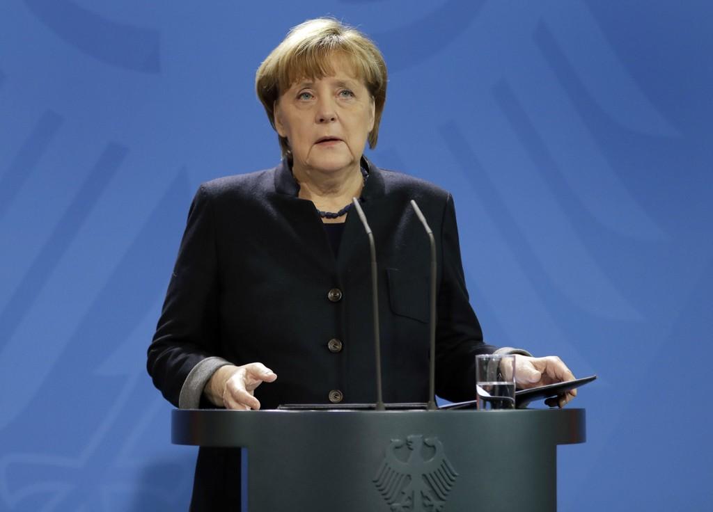 I EGNE HENDER: Angela Merkel ba indirekte Trump passe sine egne saker.