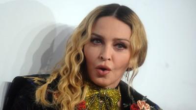 PÅ MARSJ: Popartisten Madonna håper så mange kvinner som mulig dukker opp på en protestmarsj mot Donald Trump. Marsjen avholdes 21. januar i Washington D.C., dagen etter Trump blir innsatt som president. I den forbindelse lastet Madonna opp et utfordrende bilde på Twitter. Det ble mottatt med blandet reaksjoner.