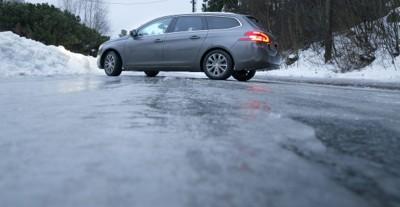 GLATT: Med speilblank is, er det ikke så lett å være sjåfør. Det er imidlertid noen råd som kan gjøre turen tryggere og mer komfortabel. Hvis du da ikke bare skal la bilen stå, da. Det kan være et godt alternativ, det også ...