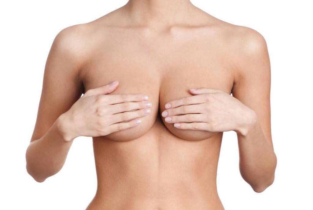 Amerikanske plastikkirurger mener at brystvortereduksjon blir en stor trend i 2017. Amin Kalaaji ved Oslo plastikkirurgi er ikke enig.