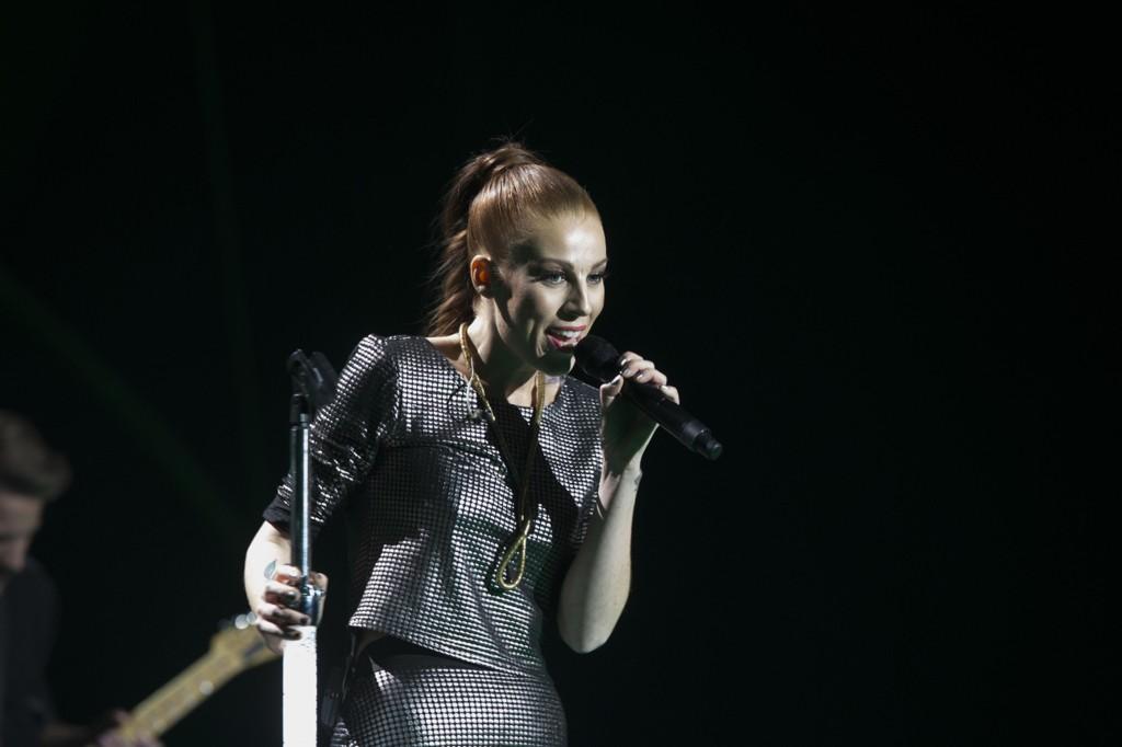 Gabrielle Leithaug på scenen under Nobelkonsert i Oslo spektrum 2014. Nå har svenskene fått øynene opp for artisten.