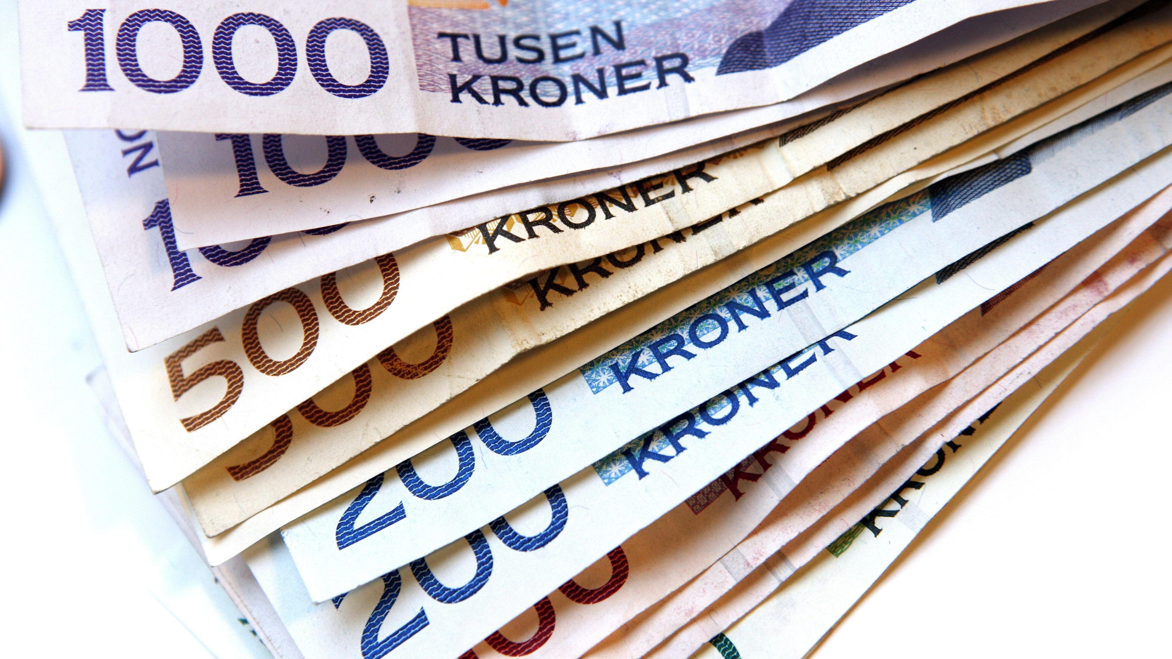 Penger styrer nesten alt i både Norge og verden. Men hvorfor har disse skjøre papirlappene, som ikke kan brukes til noe praktisk, så stor verdi?