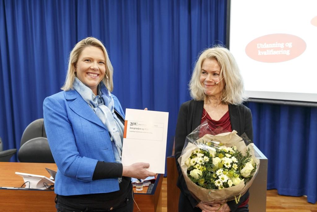 Innvandrings- og integreringsminister Sylvi Listhaug mottok onsdag utredning om konsekvenser av høy innvandring for norske velferdsordninger fra professor Grete Brochmann.