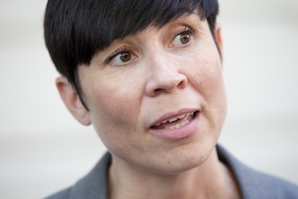 Forsvarsminister Ine Eriksen Søreide (H) redegjør for ubåtsamarbeid.