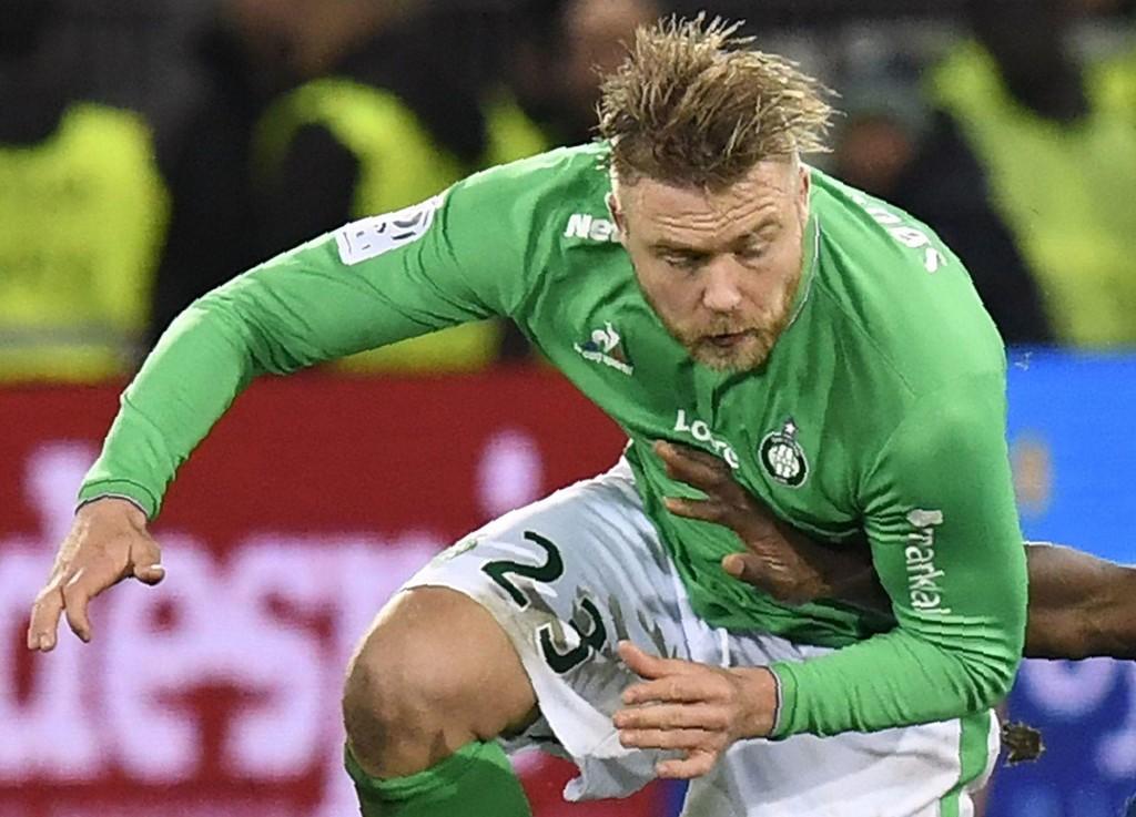 UT MED SKADE. Alexander Søderlund ble byttet ut sju minutter etter at han ble byttet inn. Her fra en kamp mot Lyon.