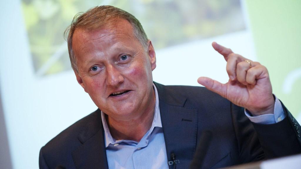 DNBs konsernsjef Rune Bjerke ønsker felles og strengere regler for markedsføring av forbrukslån.