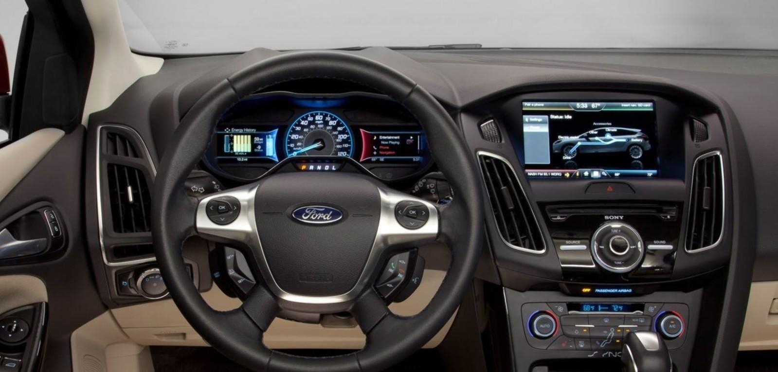 FACELIFT: Ford har laget en ny utgave av sin elektriske Focus. Den har fått bedret rekkevidden og en facelift. Samtidig er prisen kun 233.000 kroner, og er med det en av de billigste elbilene på markedet.