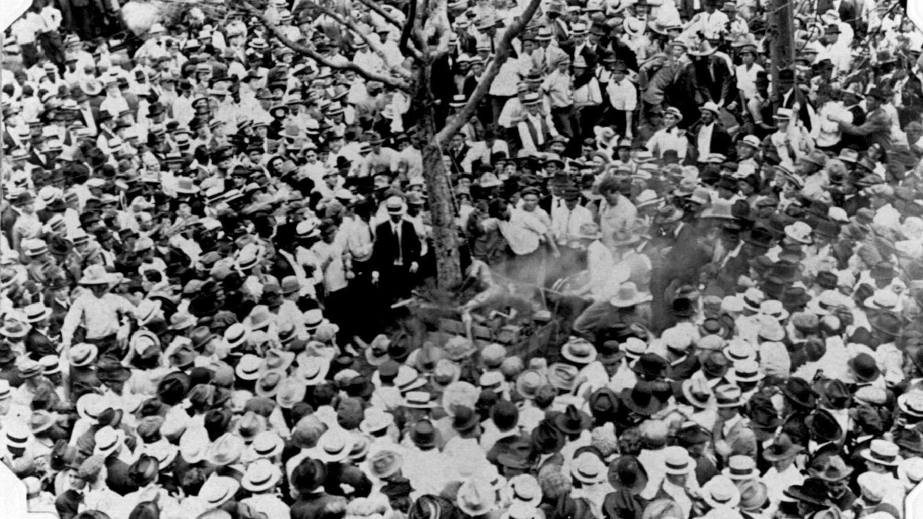 HENRETTELSER VAR UNDERHOLDNING: Menn, kvinner og barn fra alle samfunnslag flokket seg for å se på når det var lynsjing på gang. Mange tusen mennesker så på at 17 år gamle Jesse Washington ble pint til døde – 15.000, mente nyhetsbyrået Associated Press.