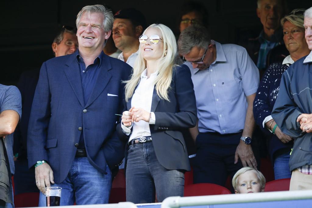 FORNØYD: Tor Olav Trøim, her sammen med kona Celina Midelfart under en eliteseriekamp på Ullevål Stadion i 2016, er stolt over innsatsen han la ned i Seadrill.