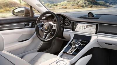 STORT UTVALG: Porsche er i medvind. Godt hjulpet av både et rekordstort utvalg av modeller, og en mer gunstig avgiftsordning for biler med stor motor.