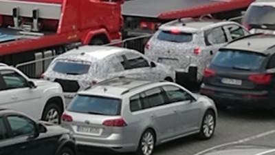 PÅ VEI TIL NORGE: Her står de kamuflerte testbilene i kø for å få kjøre ombord i Kielbåten.