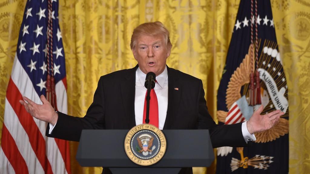 NY PRESIDENTORDRE: President Trump på pressekonferansen torsdag kveld.