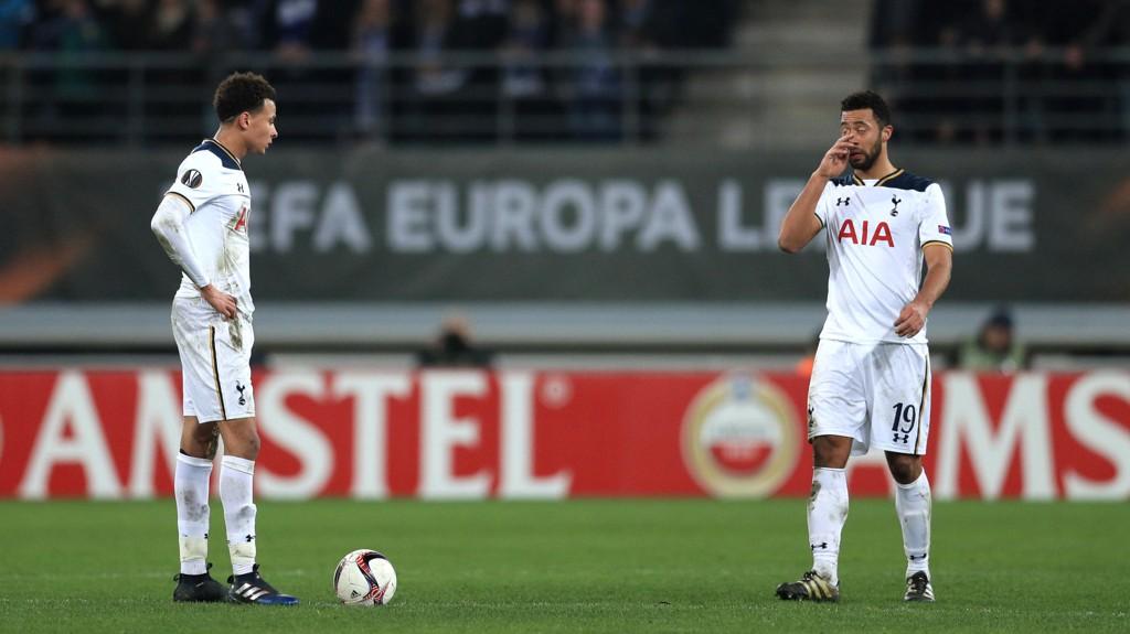 TØFT: Tottenhams Dele Alli og Mousa Dembele hadde en tung dag på jobben.